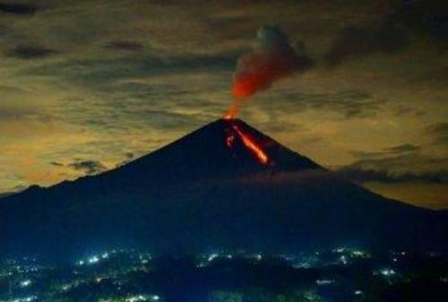 Susul Merapi, Gunung Semeru Juga Ikut Erupsi! 02