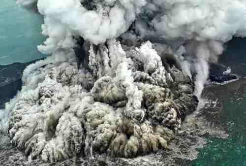 Gunung Anak Krakatau dan Merapi 'Batuk' Raungan Alam di Jumat Malam 04 - Finansialku