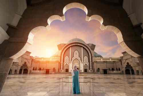Fakta Unik Ramadan di Luar Negeri Puasa Selama 17 Jam Sampai Pasang Lampion 03