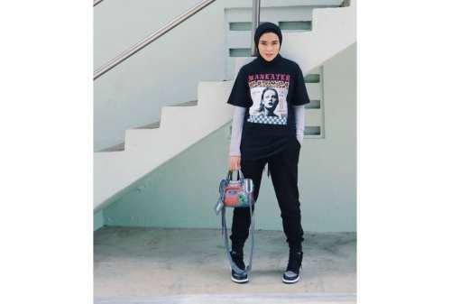 10 Tren OOTD Hijab 2020 Simpel, Kasual, Tetap Kece 05 - Finansialku