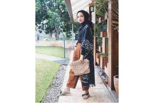 10 Tren OOTD Hijab 2020 Simpel, Kasual, Tetap Kece 08 - Finansialku