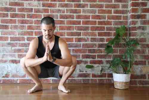 Ini Gerakan Yoga untuk Pria yang Bisa Kamu Lakukan di Rumah 01 - Finansialku