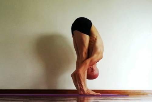 Ini Gerakan Yoga untuk Pria yang Bisa Kamu Lakukan di Rumah 03 - Finansialku