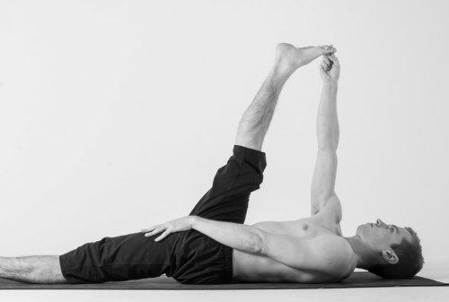 Ini Gerakan Yoga untuk Pria yang Bisa Kamu Lakukan di Rumah 05 - Finansialku
