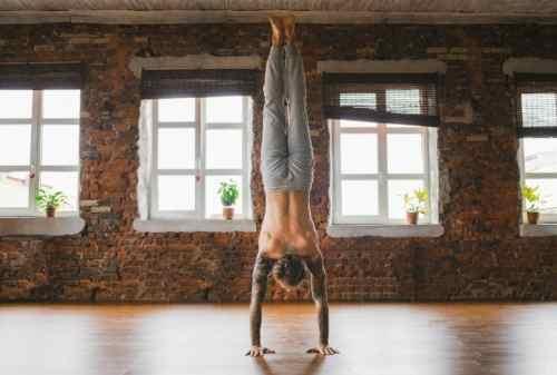 Ini Gerakan Yoga untuk Pria yang Bisa Kamu Lakukan di Rumah 06 - Finansialku