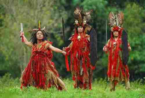 Ini Lho Budaya Suku Minahasa yang Sangat Ikonik 04 - Finansialku