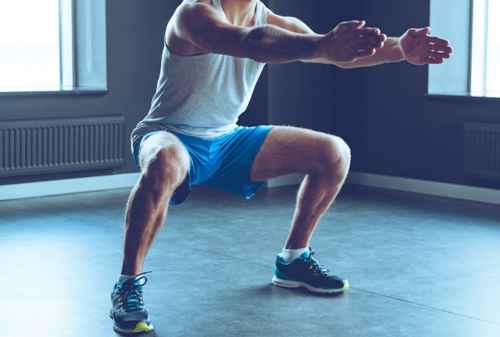 Tampil Beda Dengan 7 Latihan Otot Paha Selama Di Rumah 02 Wide Squat - Finansialku