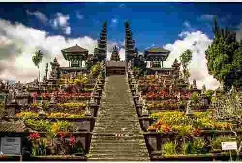 Pengertian Wisata Religi dan Tempat yang Bisa Disambangi 04 - Finansialku