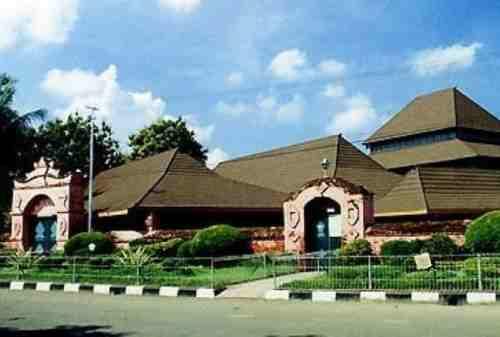 Selain Keraton, Ini 5 Destinasi Wisata Cirebon Bernuansa Religi yang Wajib Dikunjungi 02 - Finansialku