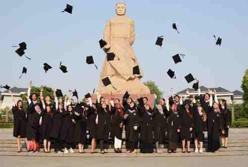 5 Manfaat Belajar Di Luar Negeri Buat Masa Depan Finansial!!