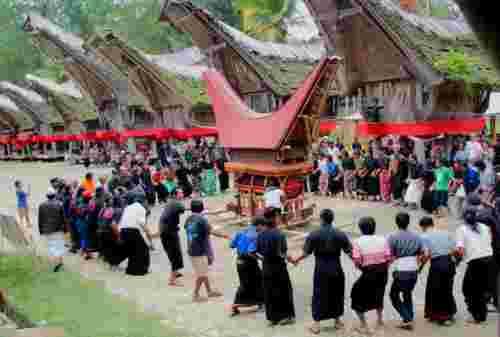 10 Daftar Budaya Khas Toraja yang Mendunia Nan Unik 01 - Finansialku