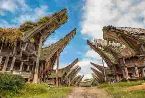 10 Daftar Budaya Khas Toraja yang Mendunia Nan Unik 02 - Finansialku