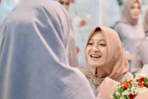 Simak Yuk, Kisah Sukses Atina Maulia Owner Vanilla Hijab