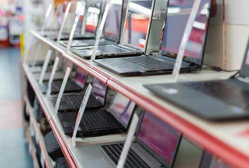 5-Hal-Ini-Bisa-Kamu-Lakuin-Kalau-Ga-Ngopi-Di-Kafe-Setahun-2-Beli Laptop-Finansialku