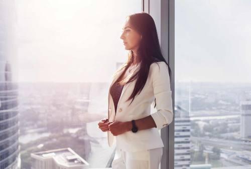 Wanita Karier vs Ibu Rumah Tangga, Mana yang Lebih Baik?