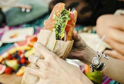 Kisah Ari yang Terpaksa Harus Jadi Sandwich Generation