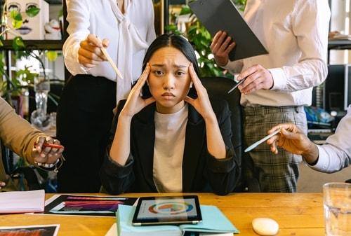 5 Tips Bijak Menghadapi Orang yang Iri Pada Kita – Perencana Keuangan Pertama Yang Tercatat OJK